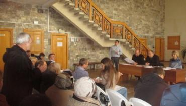 В  поселке  Лазурном,   вместе  с   жителями  обсудили   проблемные             вопросы   хутора  Октябрьского  и  поселка  Лазурного.