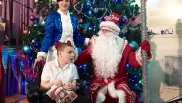 Для маленьких жителей хутора Ленина устроили новогоднее представление