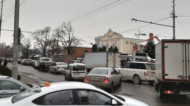 В Краснодаре полиция разыскивает подозреваемых в нападении на инспектора ДПС
