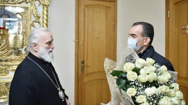Губернатор Кубани поздравил митрополита Екатеринодарского и Кубанского с днём рождения