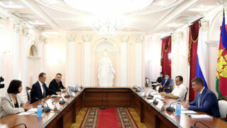 Вениамин Кондратьев обсудил защиту территорий от застройки