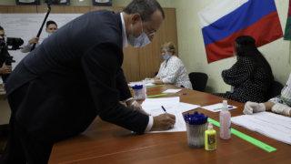 Юрий Бурлачко принял участие в выборах на избирательном участке в Прикубанском округе