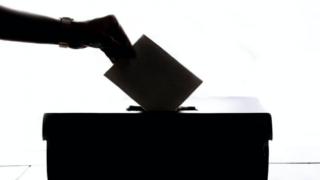 Краевой избирком опроверг сообщения о 200 бюллетенях в ящике для голосования вне участка