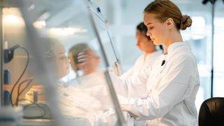 Разработку новых препаратов и вакцин для лечения инфекций начал университет «Сириус»